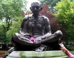 Gandhi_statue._Tavistock_Square,_London